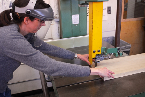 safety tips for using a bandsaw