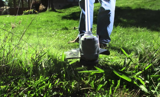Five Useful Tips on Cutting Grass with String Trimmers