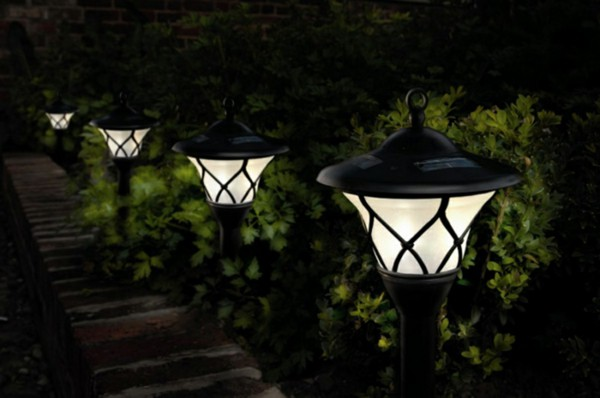 Solar Yard Lighting Features